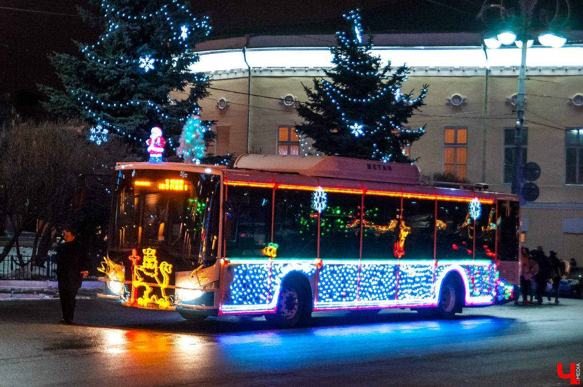 Картинки елка в автобусе